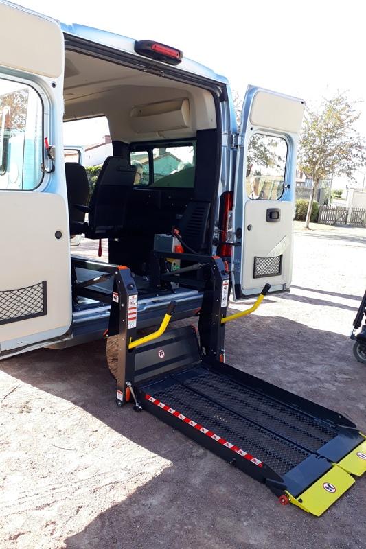 Prêt matériel handicap - Minibus à hayon